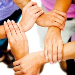 mains symbolisant la coopération